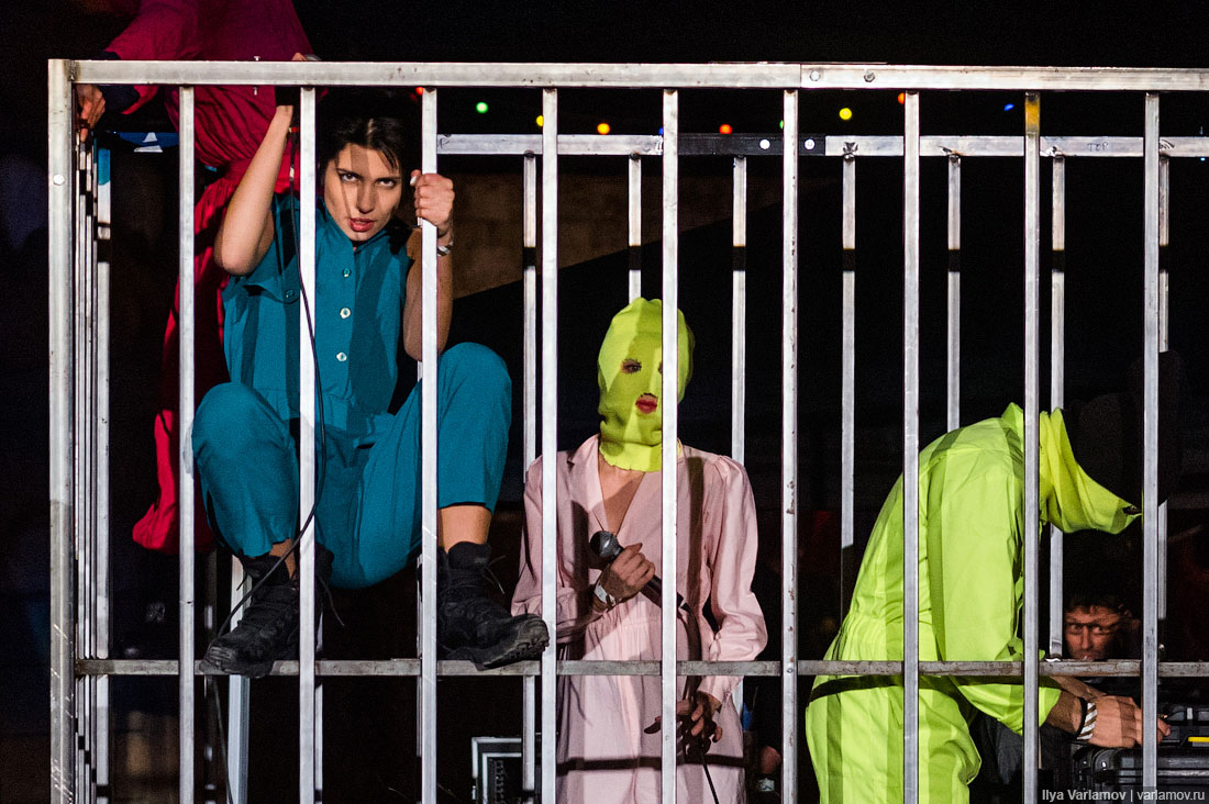Россия выплатила 37 тысяч евро участницам Pussy Riot, осужденным за акцию в храме Христа Спасителя