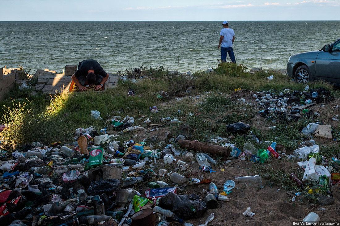 Картинки по запросу грязь и мусор на улицах и пляжах в россии и украине